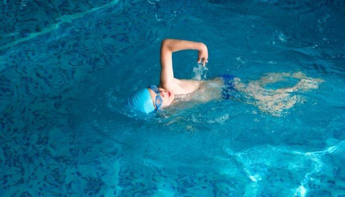 Kids-Enter-The-Pool